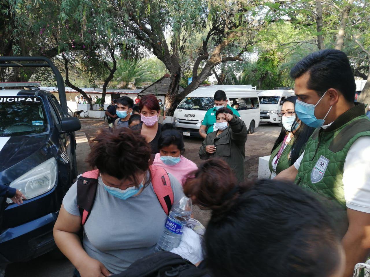 ¡Inhumanos! 104 migrantes son abandonados en remolque de caballos en Hidalgo