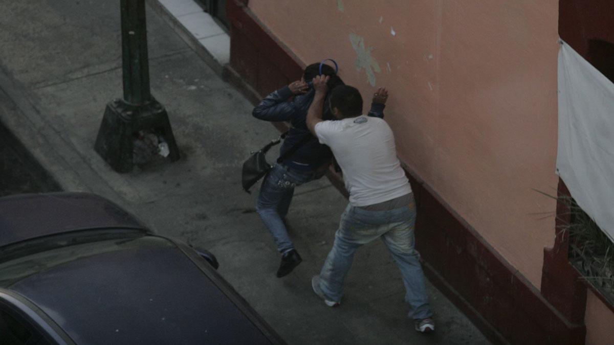 ¡Imperdonable! Sujeto es grabado dando golpiza a su pareja en Huejotzingo