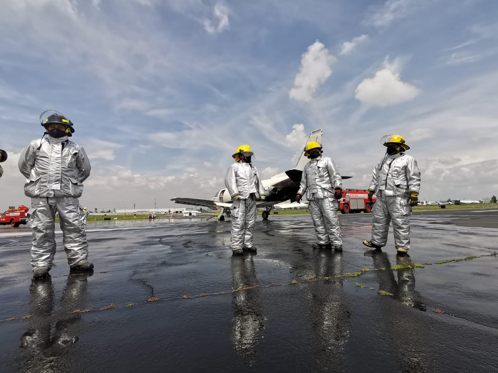 Siempre listos, bomberos aeronáuticos en AIT