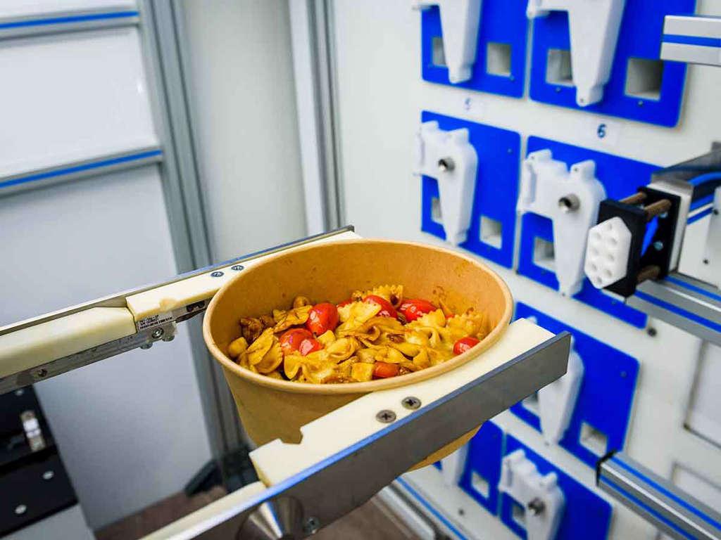 En este restaurante el chef es un robot muy eficiente