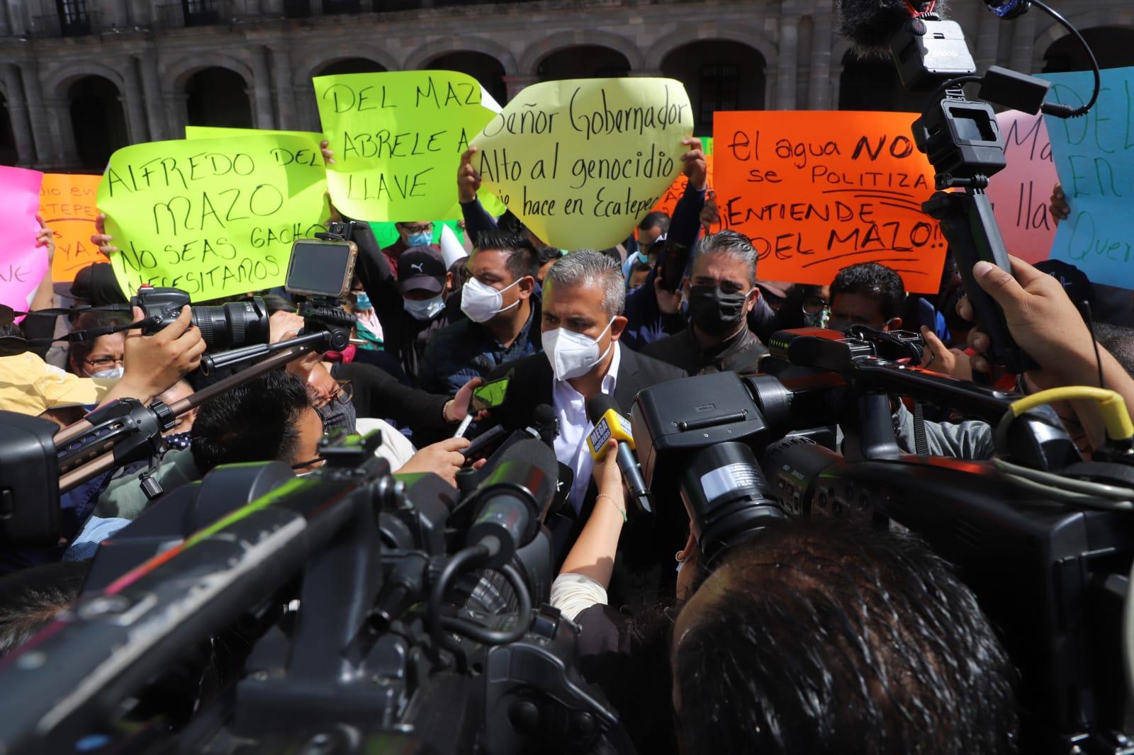 Alcalde y vecinos de Ecatepec protestan contra gobierno del Edomex por recorte de 18 millones de litros de agua diarios desde el inicio de la pandemia