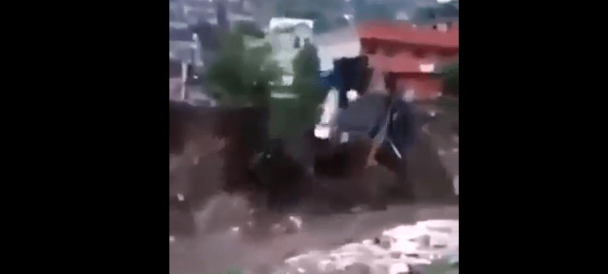 #VIDEO Se derrumbe casa en Naucalpan tras deslave por intensas lluvias