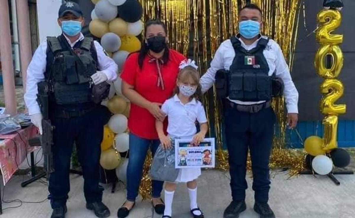 Policía de Tamaulipas lleva a niña a caravana de graduación