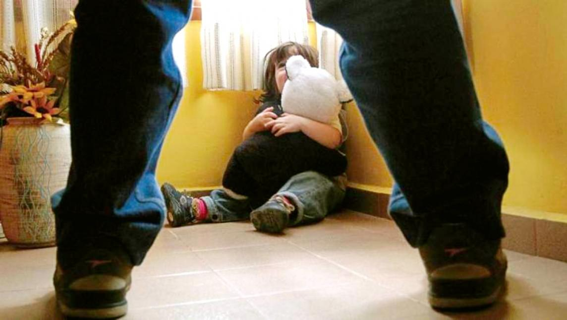 Sujeto da un celular a cambio de manosear a una niña de 12 años en Edomex