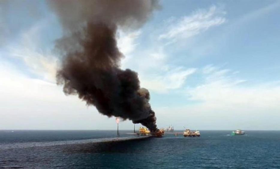 Tras explosión en plataforma PEMEX pierde el 25% de su producción