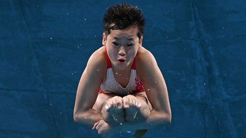 Niña de 14 años gana medalla 🥇 de oro en la plataforma de 10 metros