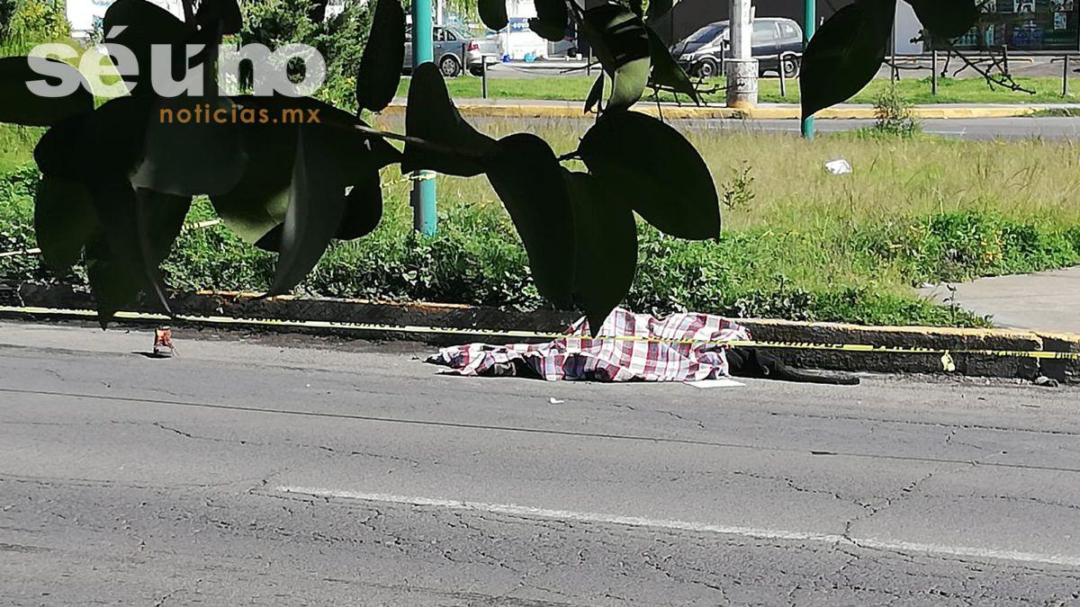 Mujer muere atropellada en Calzada del Pacífico en Toluca