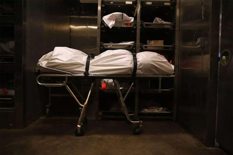 Estudiante de anatomía sale corriendo tras darse cuenta que el cadaver que iban a diseccionar pertenece a un amigo