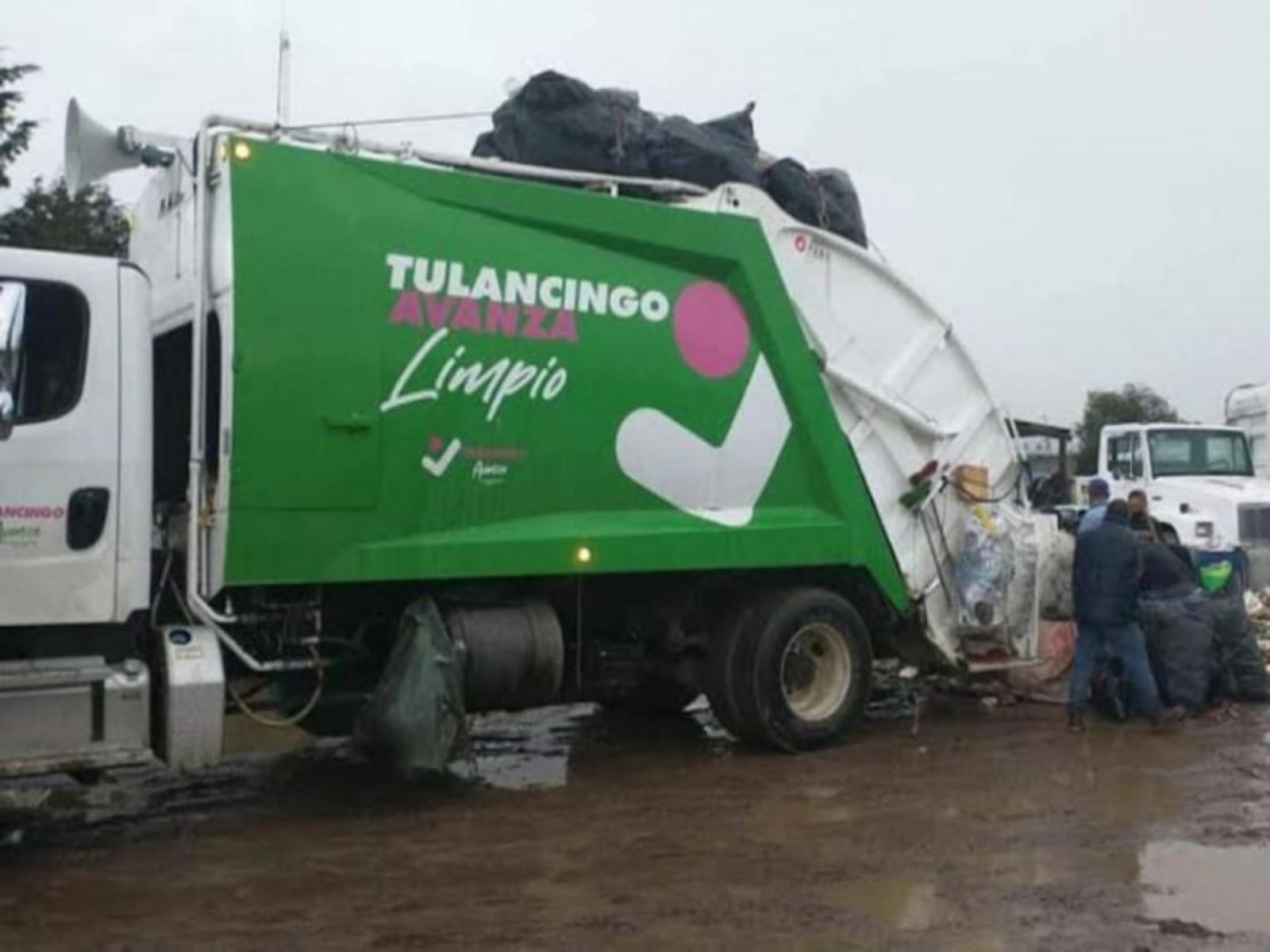 ¡Que honestos! Mujer tira a la basura bolsa llena de dinero en Hidalgo… trabajadores la devuelven