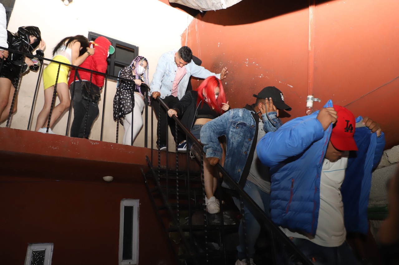 Autoridades de Ecatepec dispersan a 500 jóvenes de un baile sonidero y cuatro fiestas para prevenir contagios de Covid-19