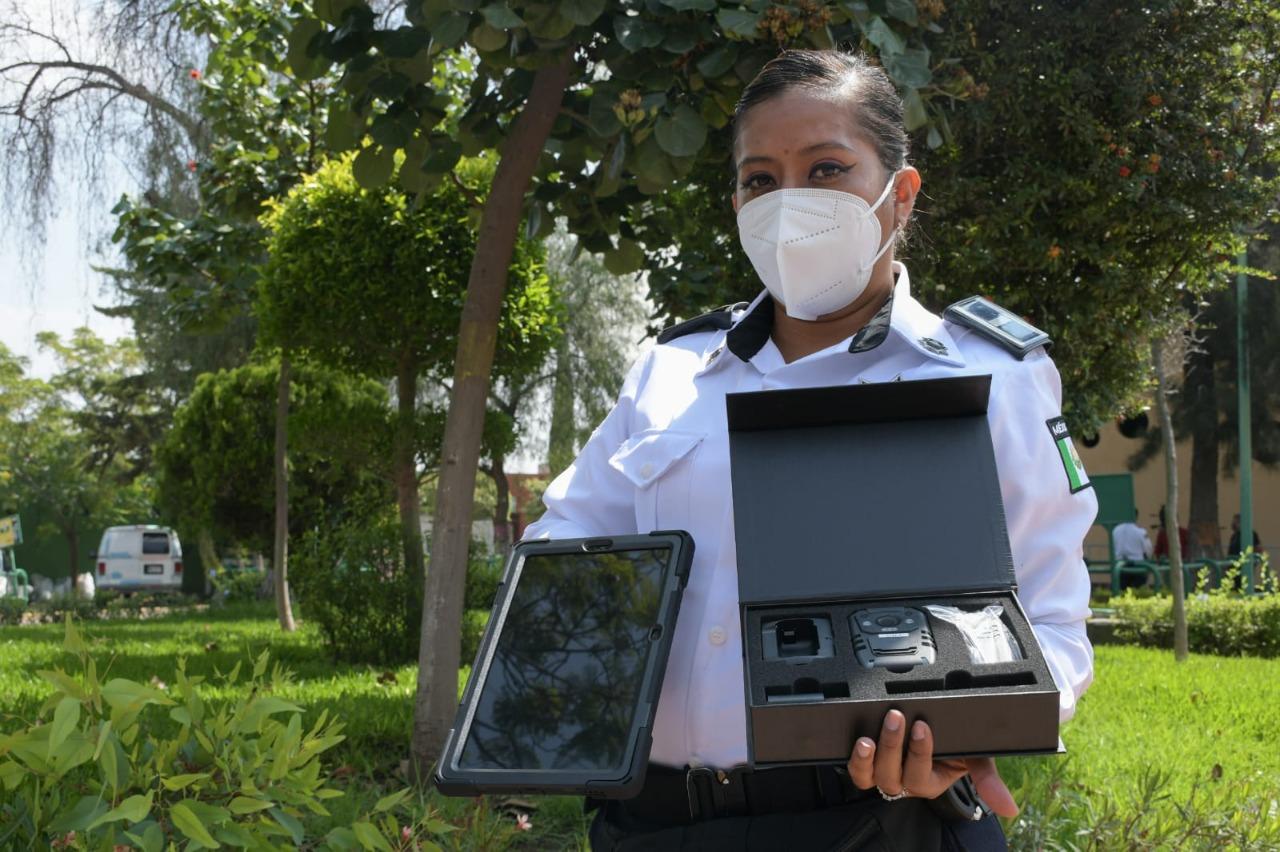 Nezahualcóyotl a la vanguardia en seguridad con la entrega de cámaras y tabletas a la policía municipal