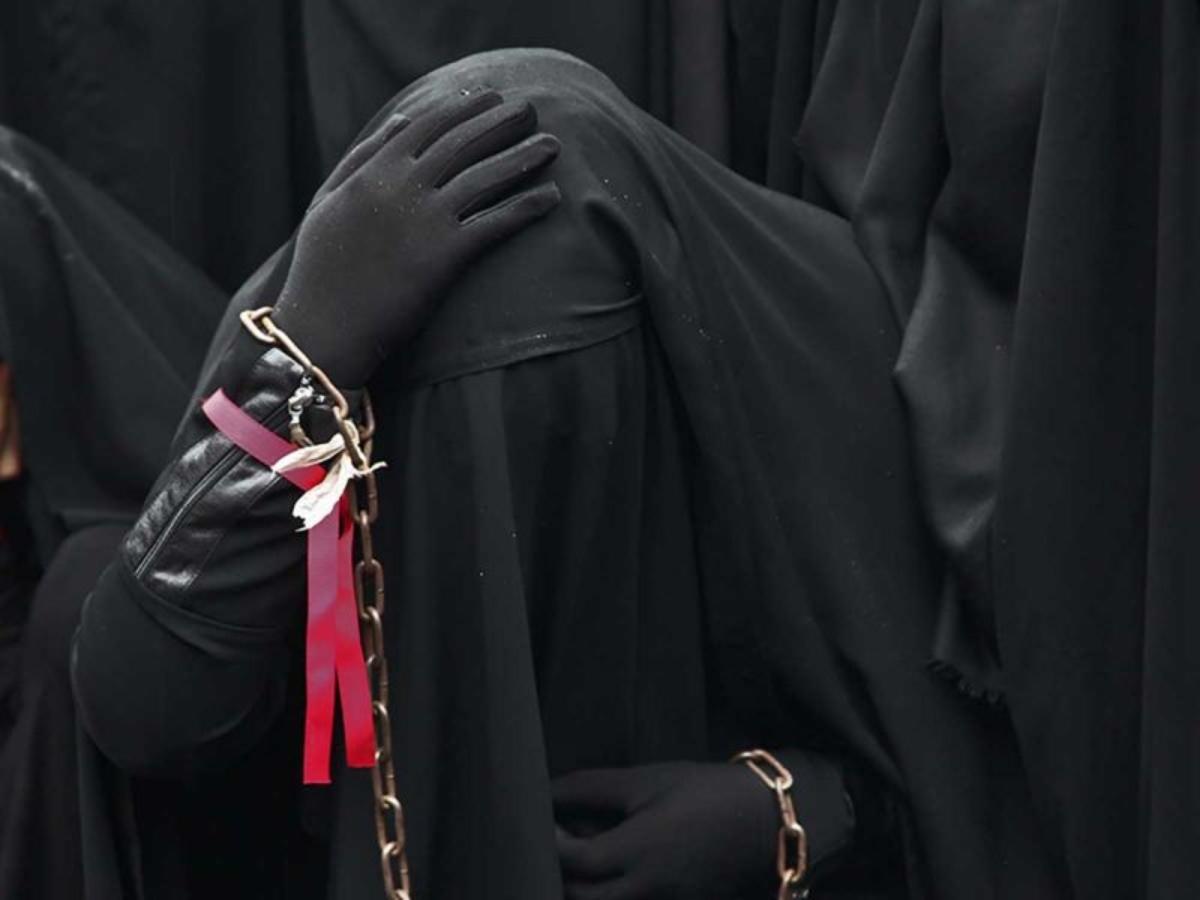 Mujer es asesinada por talibanes por no usar burka