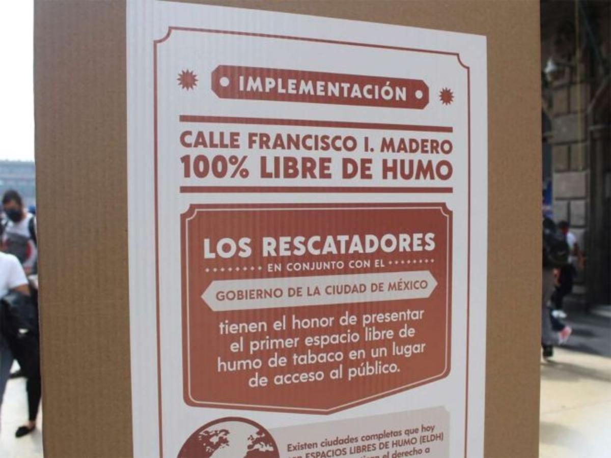 Con multa de hasta $2 mil 700 por fumar en calle Madero