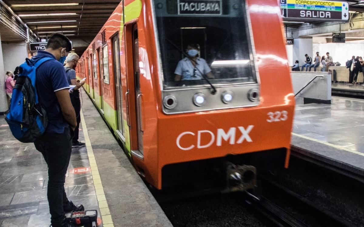 Una persona que caminaba por las vías del metro CDMX provocó un corte de corriente