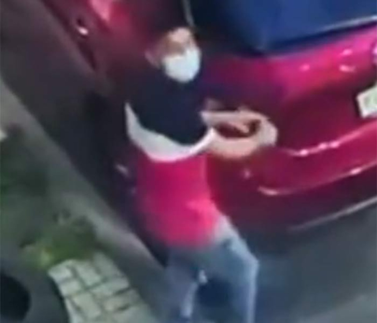 #VIDEO Menos de 30 segundos les tomó robar faros a los amantes de lo ajeno en la CDMX