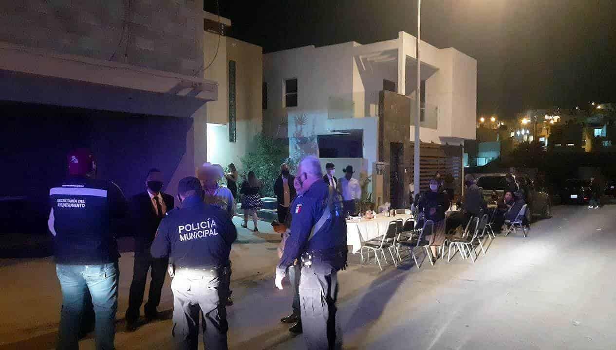 Suspenden fiestas en Edomex; retiran a más de 100 jóvenes