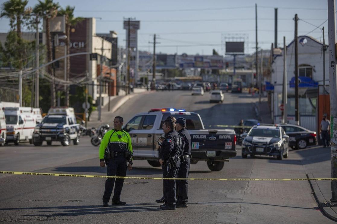 Americano asesina con una estaca de madera a sus hijos de 1 y 3 años en México