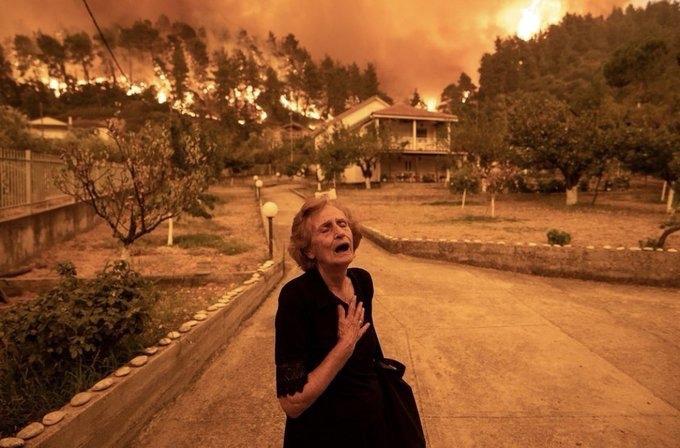 Grecia sigue luchando contra incendios forestales en la isla de Eubea