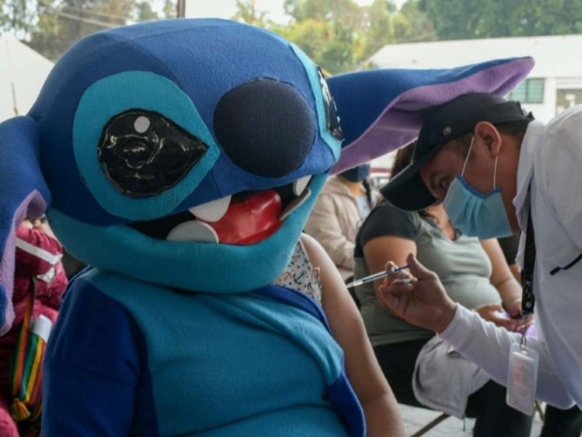Stitch, Batman y Wooddy van a vacunarse en Neza para incentivar a los jóvenes