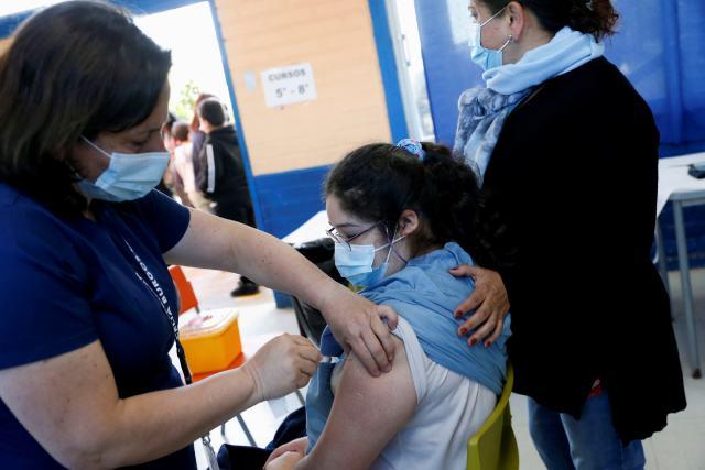"""""""Estamos iniciando un proceso tremendamente importante y tremendamente esperado. Después de siete meses de haber iniciado el proceso de vacunación masivo en nuestro país, empezamos a vacunar hoy día 27 de septiembre, a los niños de 6 a 11 años"""", enfatizóla ministra encargada de Salud, Paula Daza."""