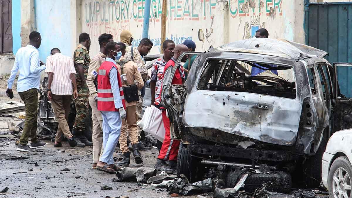 8 personas sin vida tras explosion de coche bomba en Somalia