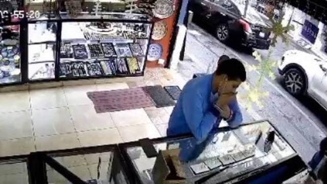 Ladrón en Puebla come anillos para evitar captura