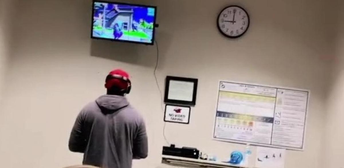 Papá se lleva su Xbox al hospital durante nacimiento de su hijo