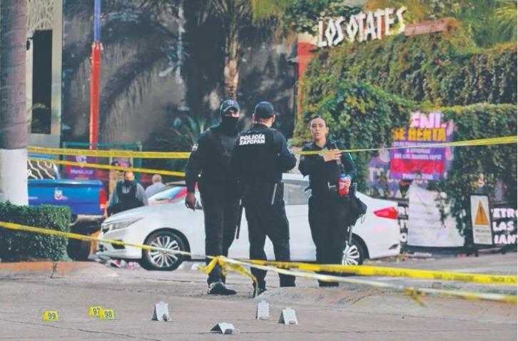 Queda sin vida guardia de seguridad en Walmart Cancún