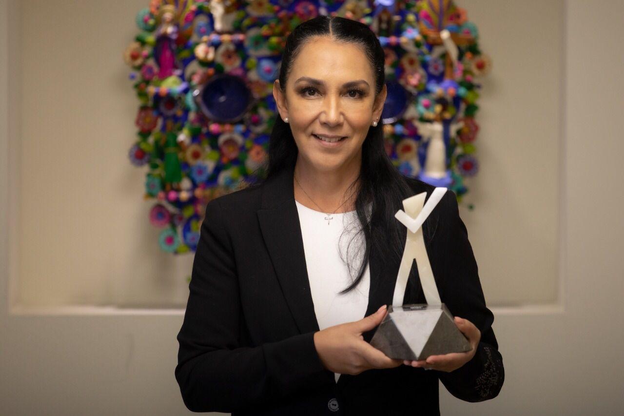 Otorga a Gaby Gamboa reconocimiento especial por la implementación de proyecto innovador en Metepec