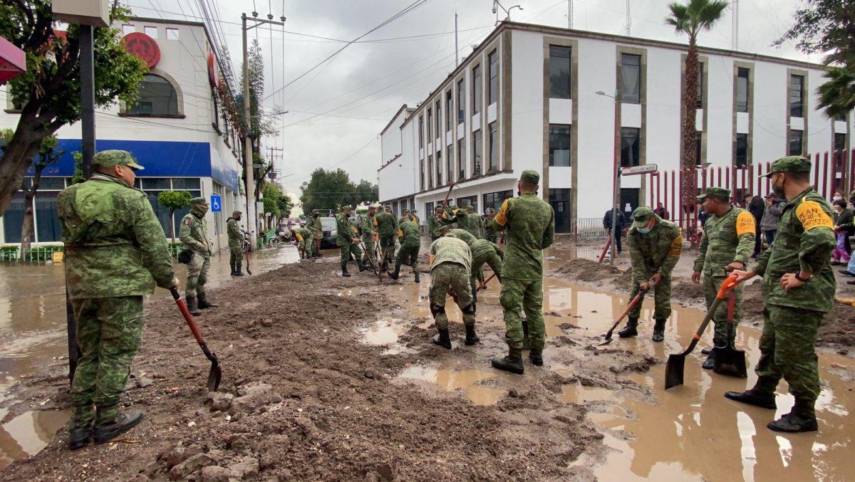 Ecatepec retira toneladas de lodo de zonas afectadas por la tormenta
