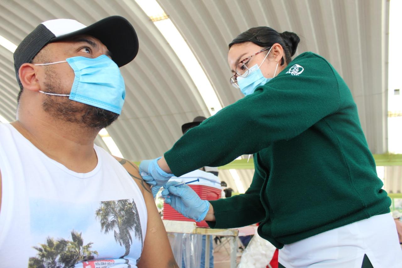 Ecatepec recibe seguridad dosis de vacaciones para personas de 40 a 49 años de edad
