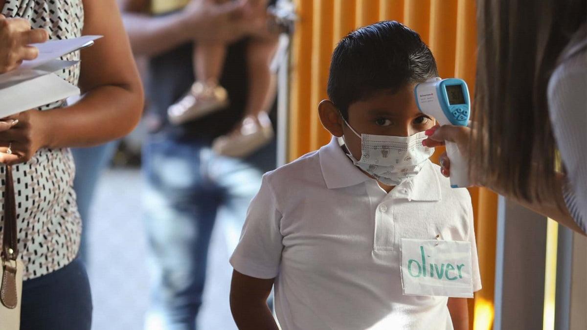 Casi 10 mil casos de COVID-19 en niños se reportan tras el regreso a clases