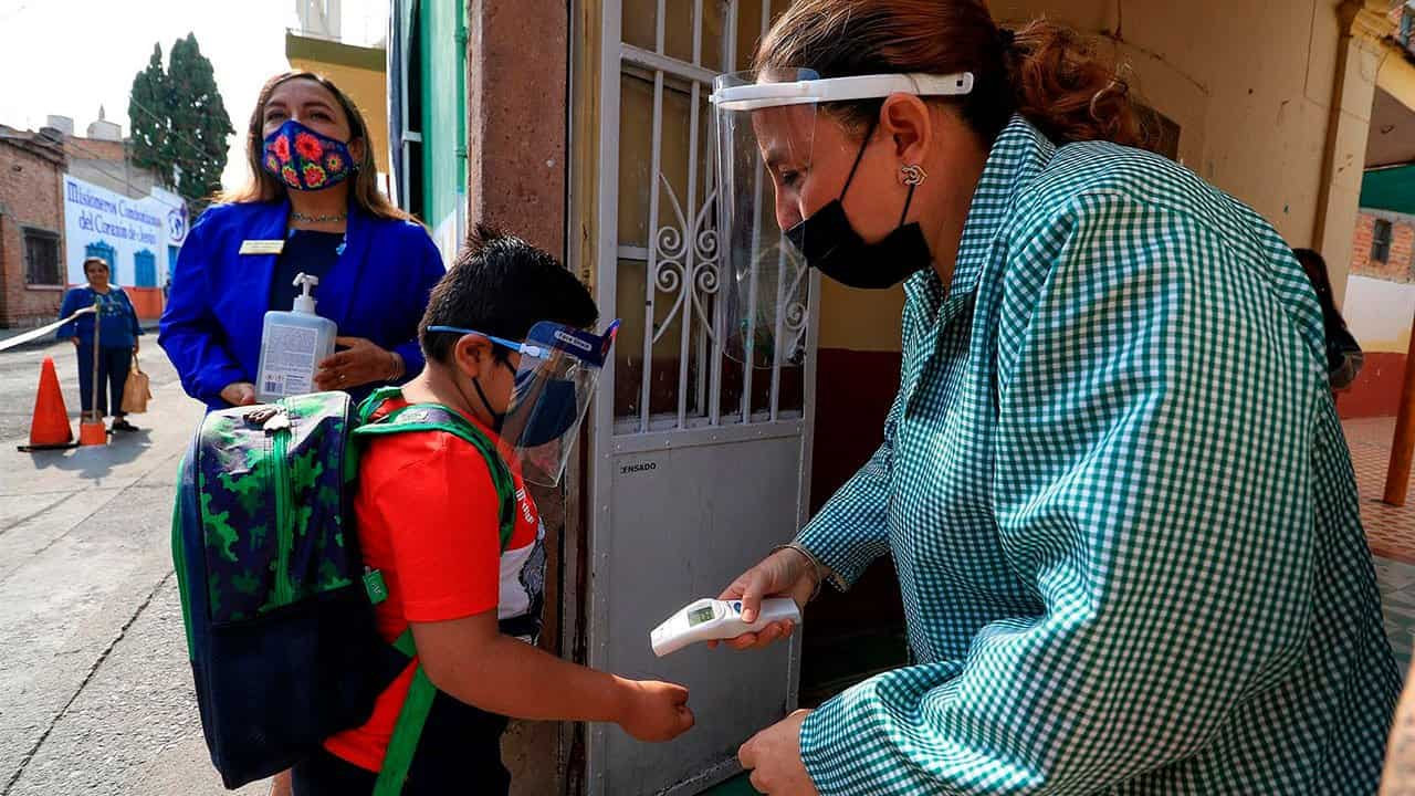 Otras 2 escuelas del Edomex suspenden clases por sospecha de contagio