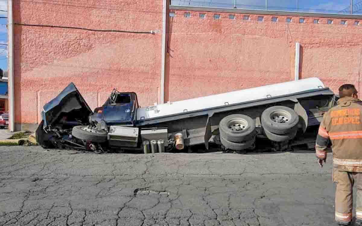 #Video Socavón se traga pipa en Ecatepec