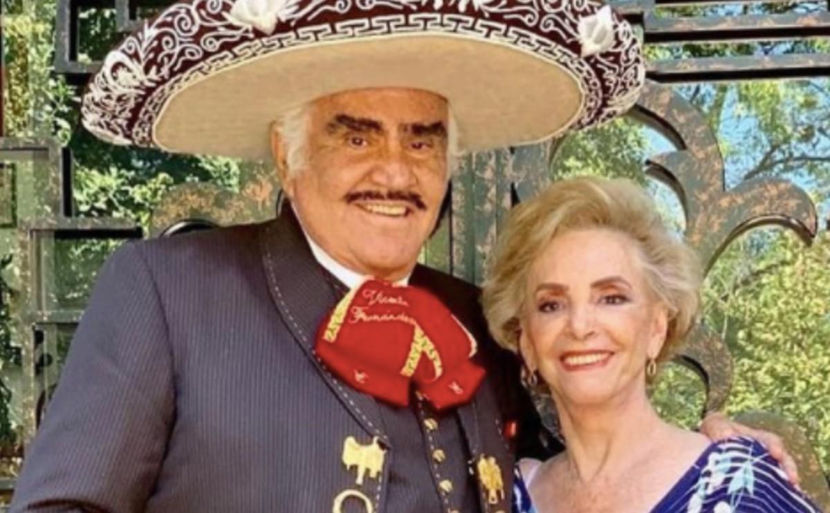 La esposa de Vicente Fernández fue internada en el mismo hospital que él