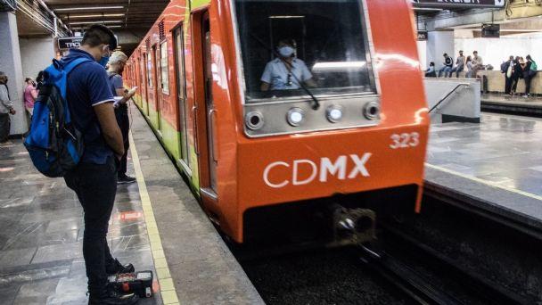 Colombiano es detenido por intentar arrojar a su pareja al metro