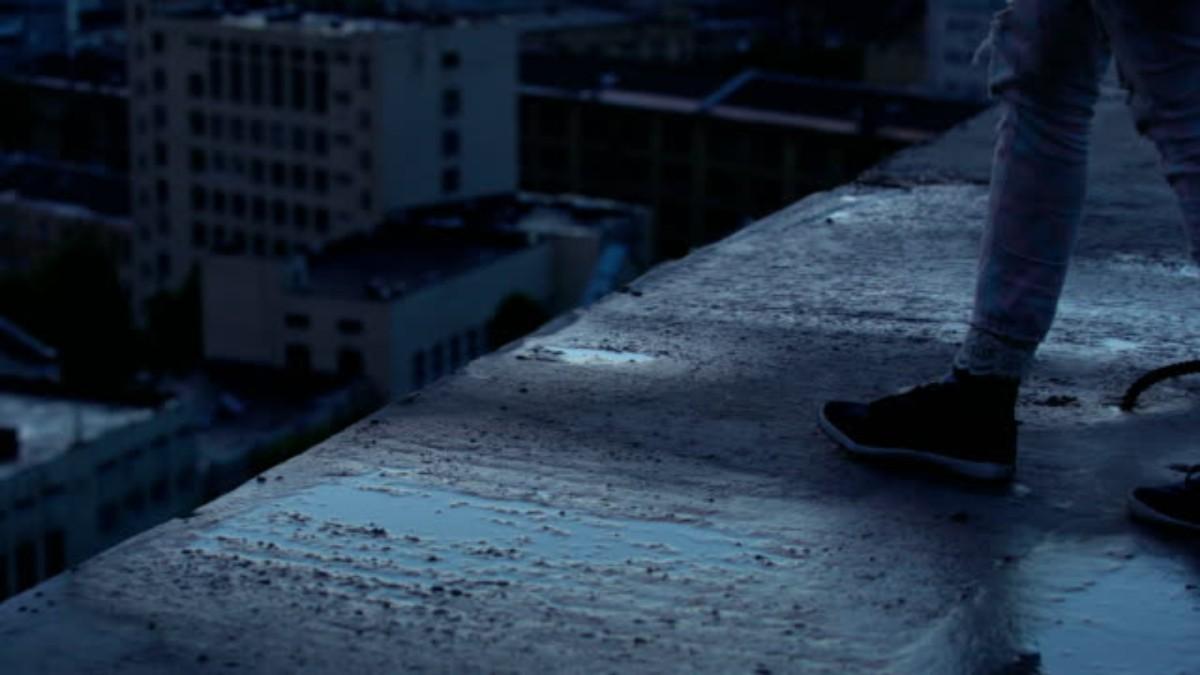 Hombre pierde la vida tras aventarse de un edificio en la CDMX
