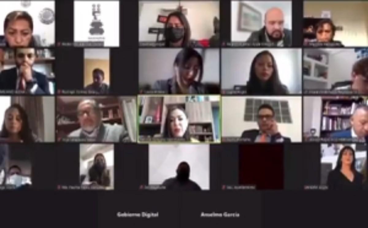 #VIDEO Síndica de Naucalpan pasa incómodo momento en plena sesión en línea