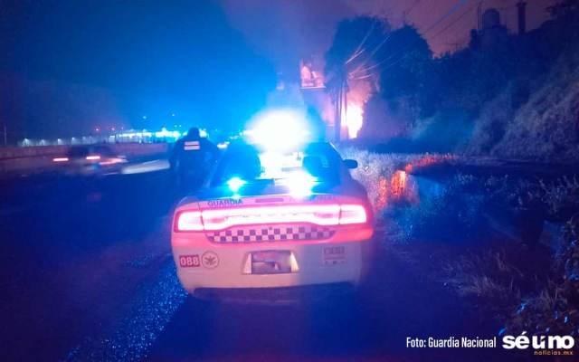 Un trailer se volcó y se incendió en la México-Toluca