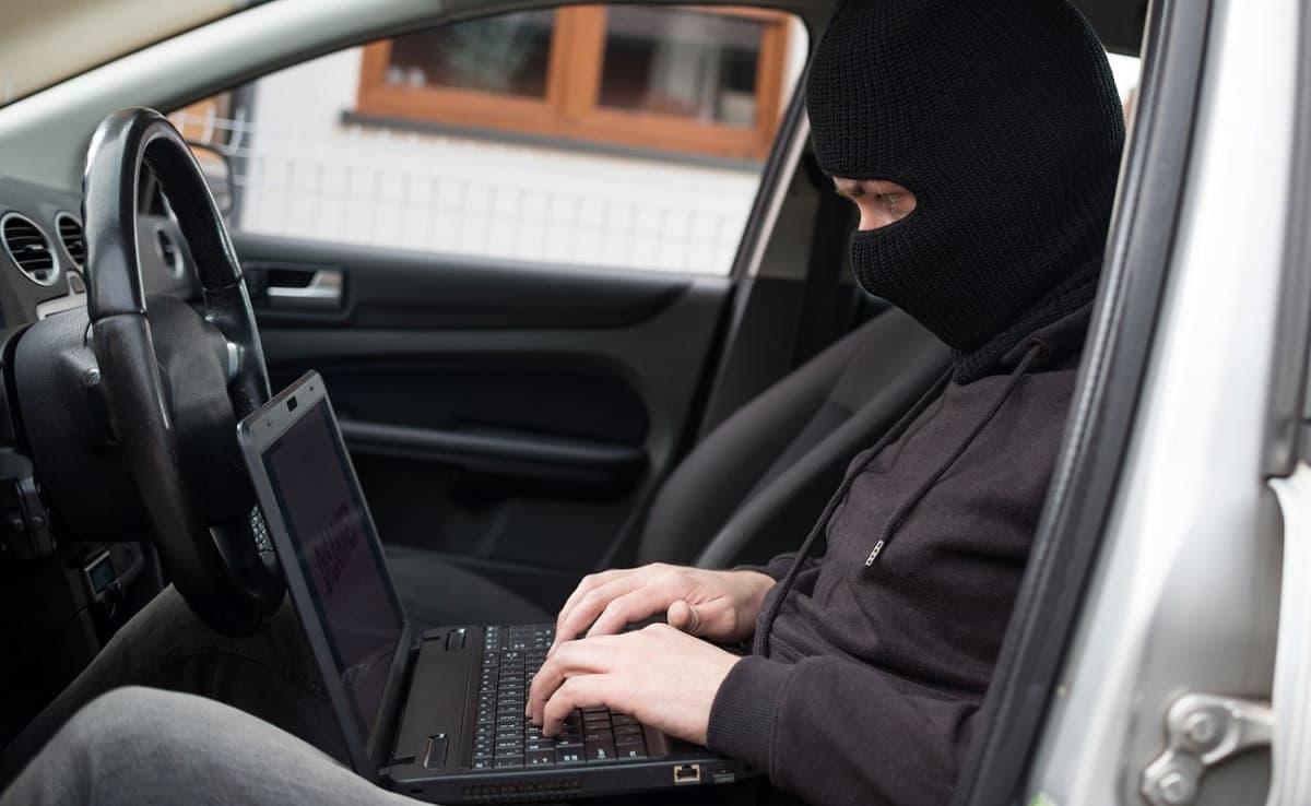 Usan escáner para robar carros y los venden en Internet