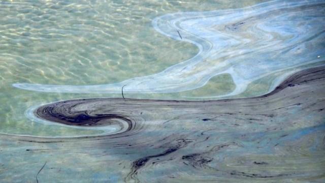 El vertido de crudo procedente de una plataforma en el Pacífico equivale a unos 3.000 barriles y se acerca a las playas de Huntington Beach.