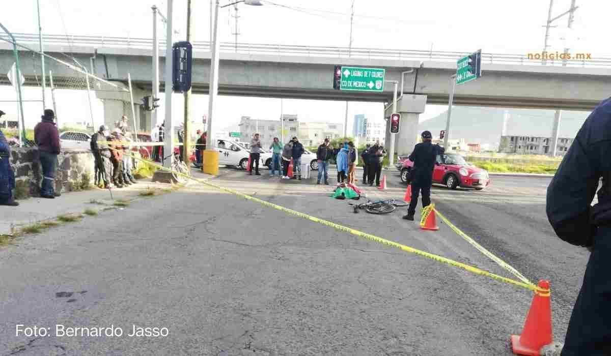Ciclista muere atropellado en Toluca; camión se da a la fuga