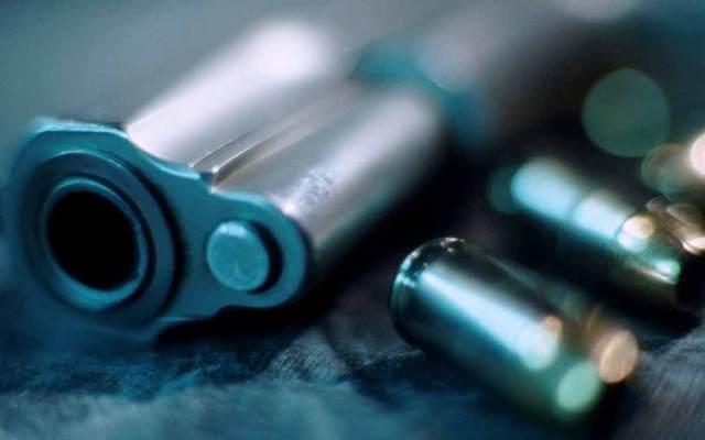 Niño de 6 años se da un tiro jugando con la pistola de su papá