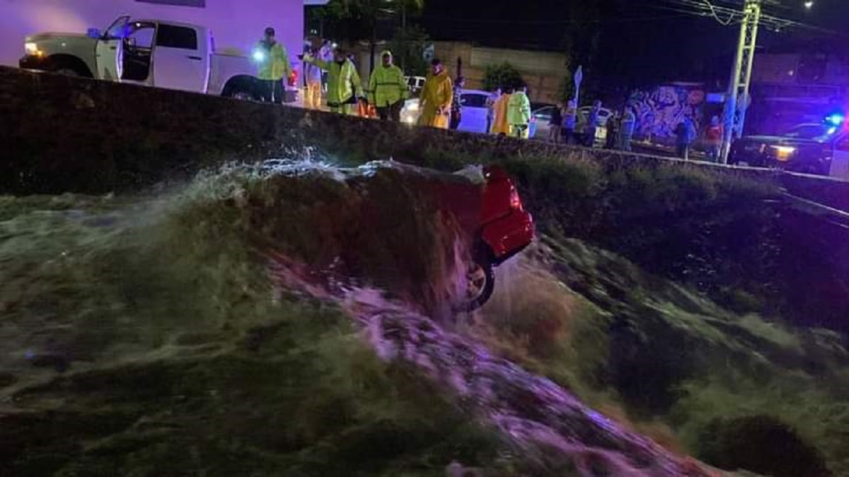 VÍDEOS Intensas lluvias provocan inundaciones y socavones en Querétaro