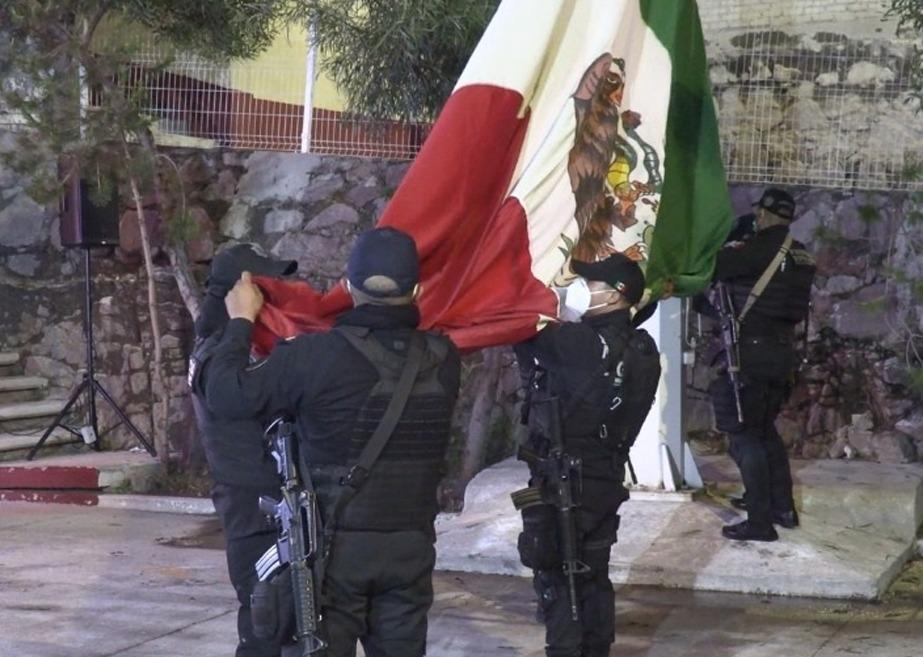Ecatepec conmemora 53 Aniversario del movimiento estudiantil de 1968 con bandera a media asta