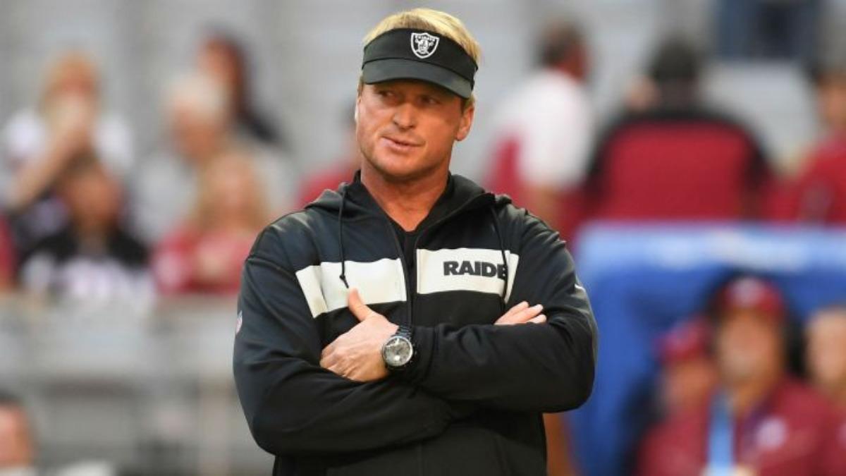 Entrenador de los Raiders renuncia a su cargo tras comentarios racistas