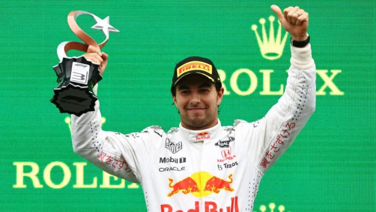 Sube Checo Pérez al podio en GP de Turquía, Bottas lidera la carrera