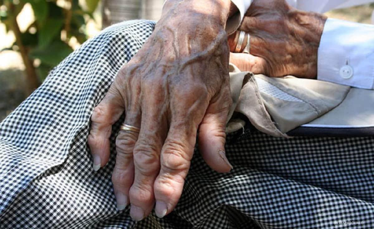 Rescatan a abuelita privada de la vida en Iztapalapa