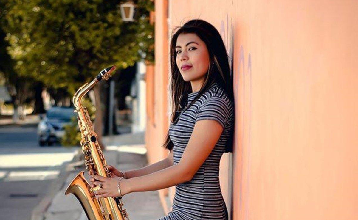 #VIDEO Saxofonista quemada con ácido en Oaxaca une su talento a la Maldita Vecindad