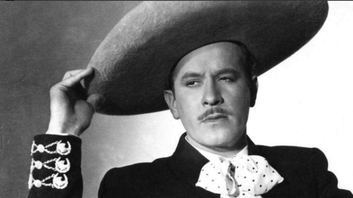 Abuelo canta como Pedro Infante y se hace viral en TikTok